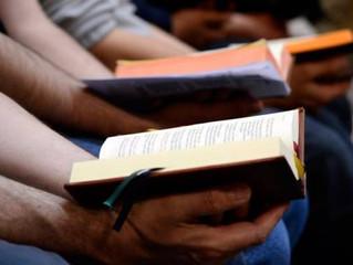 Conheça o país que produz mais de 60 bíblias em um minuto