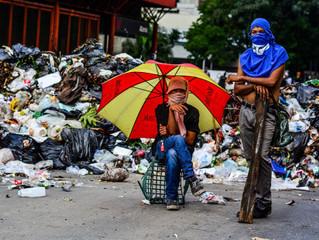 'Queremos comida!' é o pedido que Papai Noel ouve nas ruas de Caracas