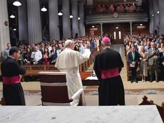 Não há lugar mais importante para transmitir a fé que o lar, afirma o Papa Francisco