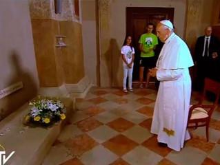Papa incentiva clero a viver como sacerdotes pobres e não como pobres sacerdotes
