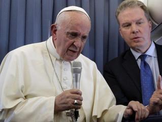 Papa aos jornalistas: a fé dos irlandeses mais forte do que a chaga dos abusos