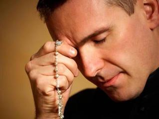 10 conselhos para rezar o rosário e chegar a Cristo pelas mãos de Maria