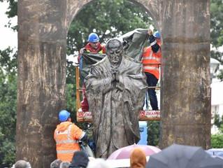 França: estátua de S. João Paulo II removida de espaço público