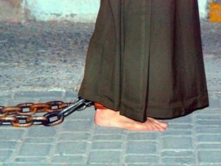 Fazer penitência é andar de joelhos ou flagelar-se?