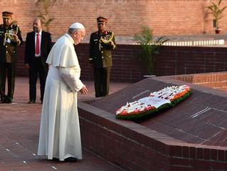 Em Daca, Papa reza no Memorial dos Mártires