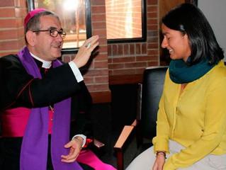 120 sacerdotes transformaram um centro comercial em um grande confessionário