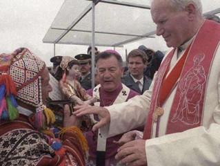 São João Paulo II foi o primeiro Papa a vistar Chile e Peru, antes de Francisco
