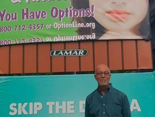 Conheça o homem que colocou mais de mil anúncios publicitários pró-vida nos Estados Unidos