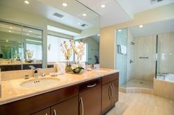Luxurious Bathroom in Maui