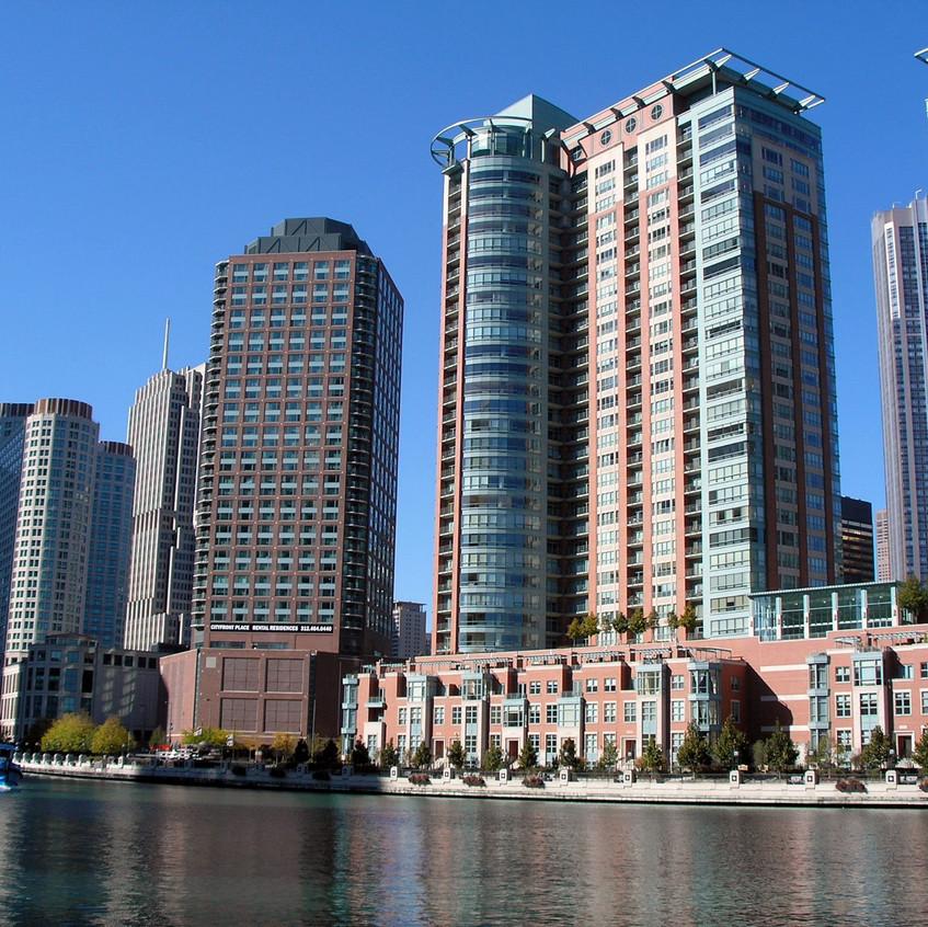 Chicago_River_buildings_(DDima)