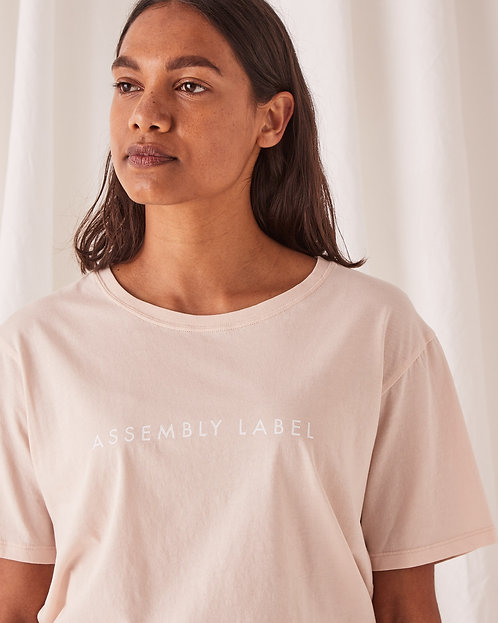 ASSEMBLY LABEL | Logo Tee | Coral