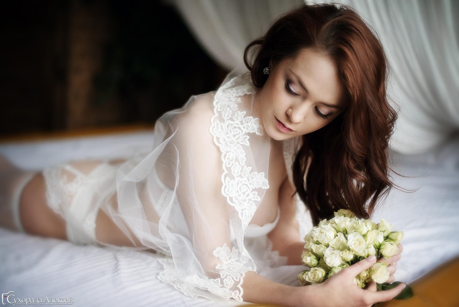 красивая невеста в нижнем белье