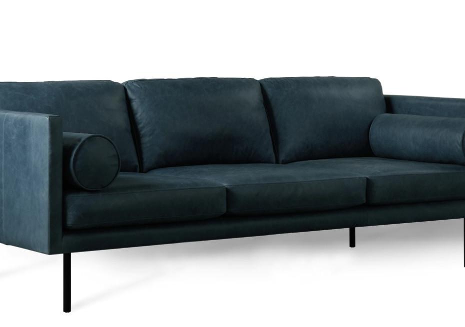 Le canapé en cuir bleu