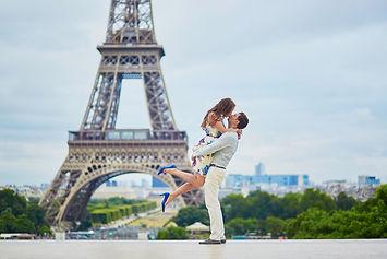 Romantic photoshoot in Paris
