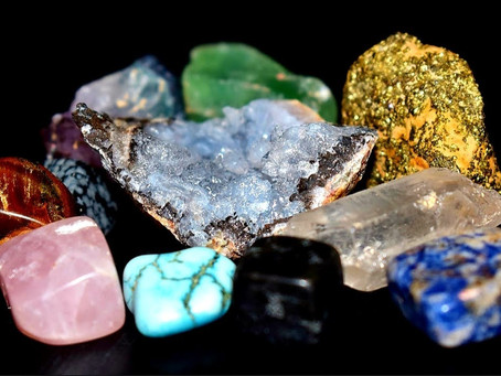 How To Use Crystals And Gemstones To Create Positive Energy Around You.