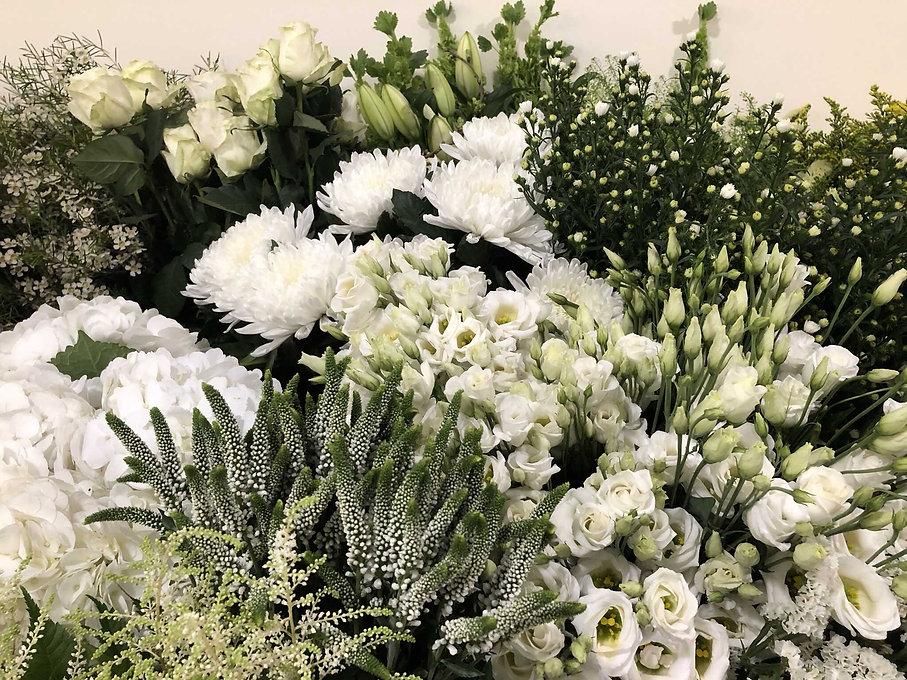 Table Lisianthus hortensia veronique wax.JPEG