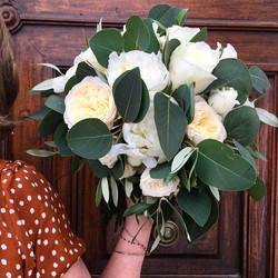 bouquet-marié-roses-de-jardin Marlies Fleurs fleuriste Nimes