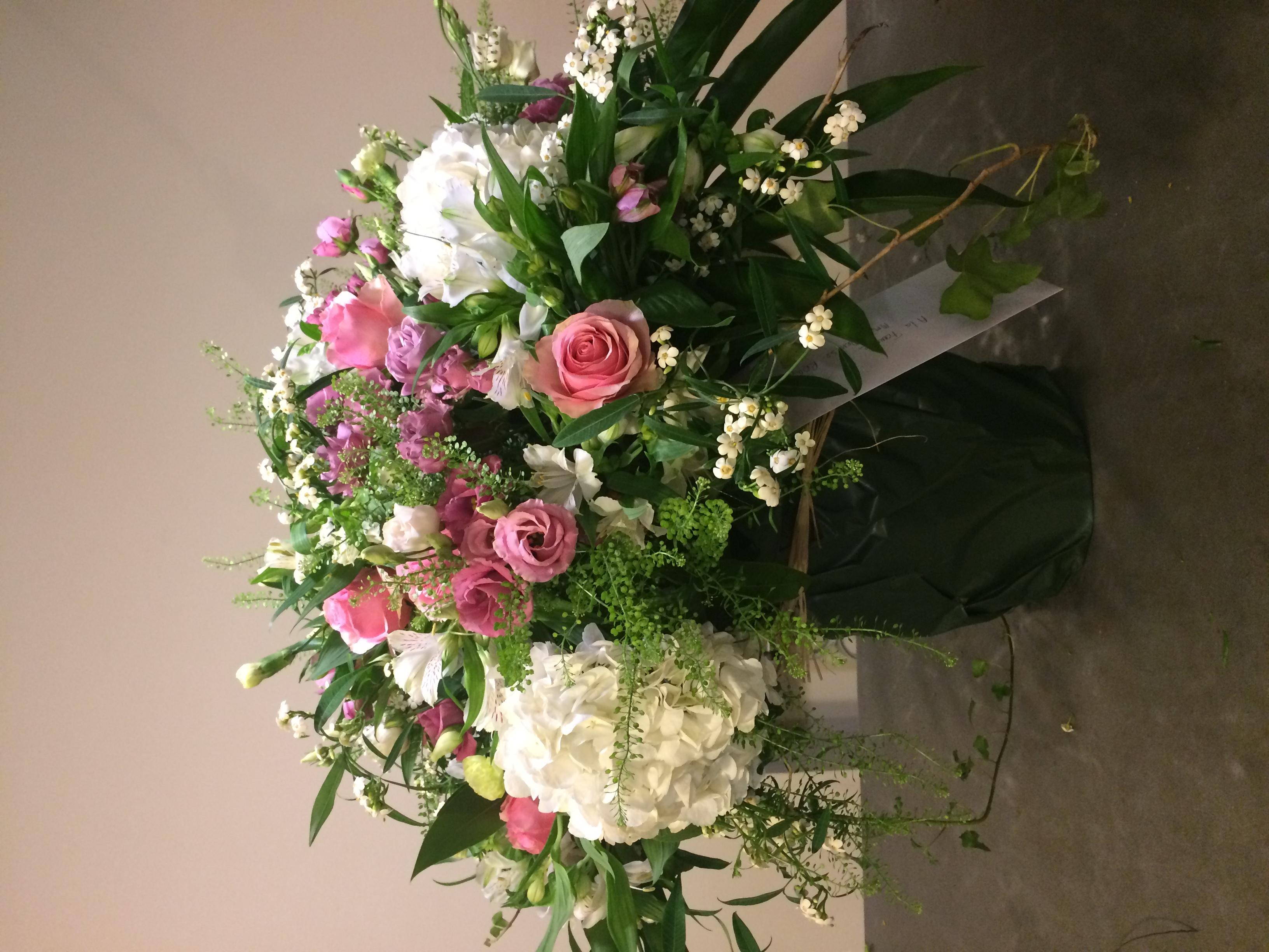 Bouquet de deuil hotensias euphorbia roses lisianthus Marlies Fleurs fleuriste Nimes