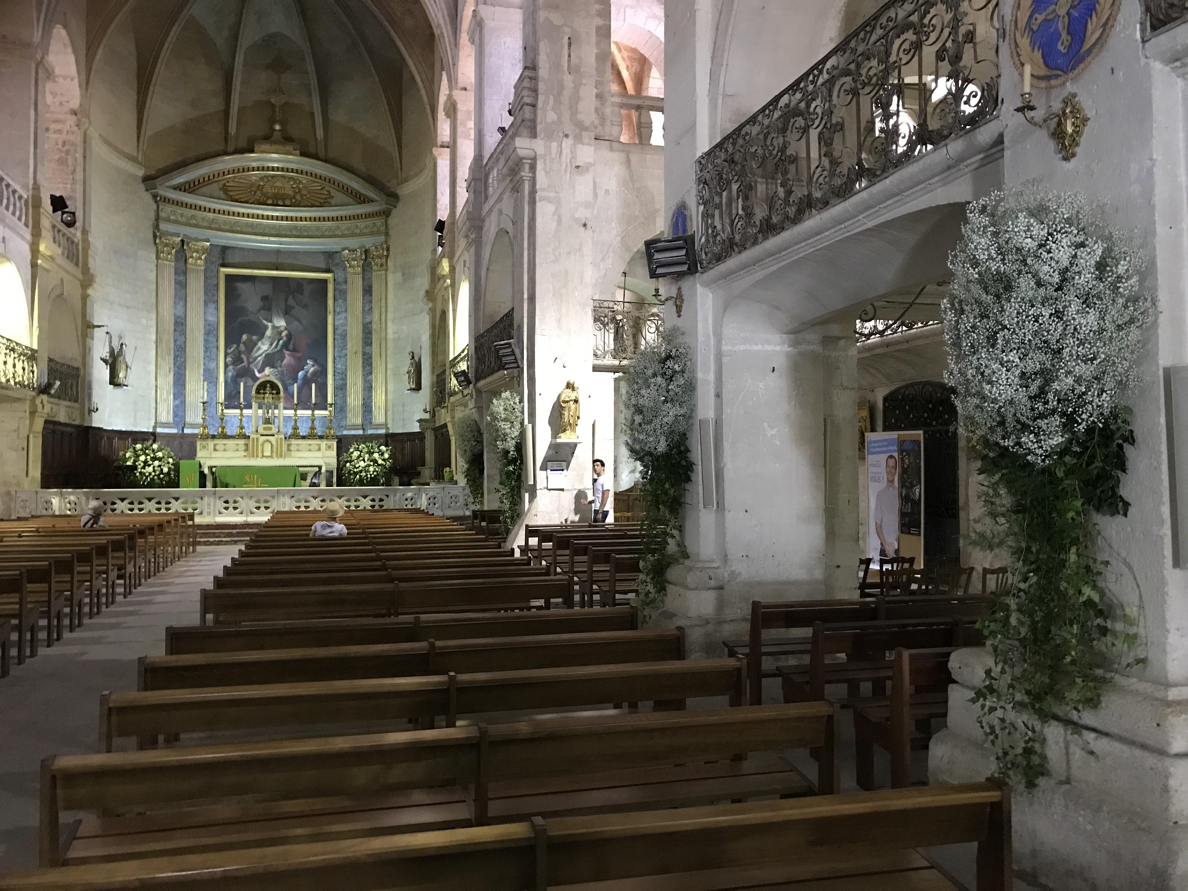 Cathedrale Uzes Marlies Fleurs fleuriste Nimes