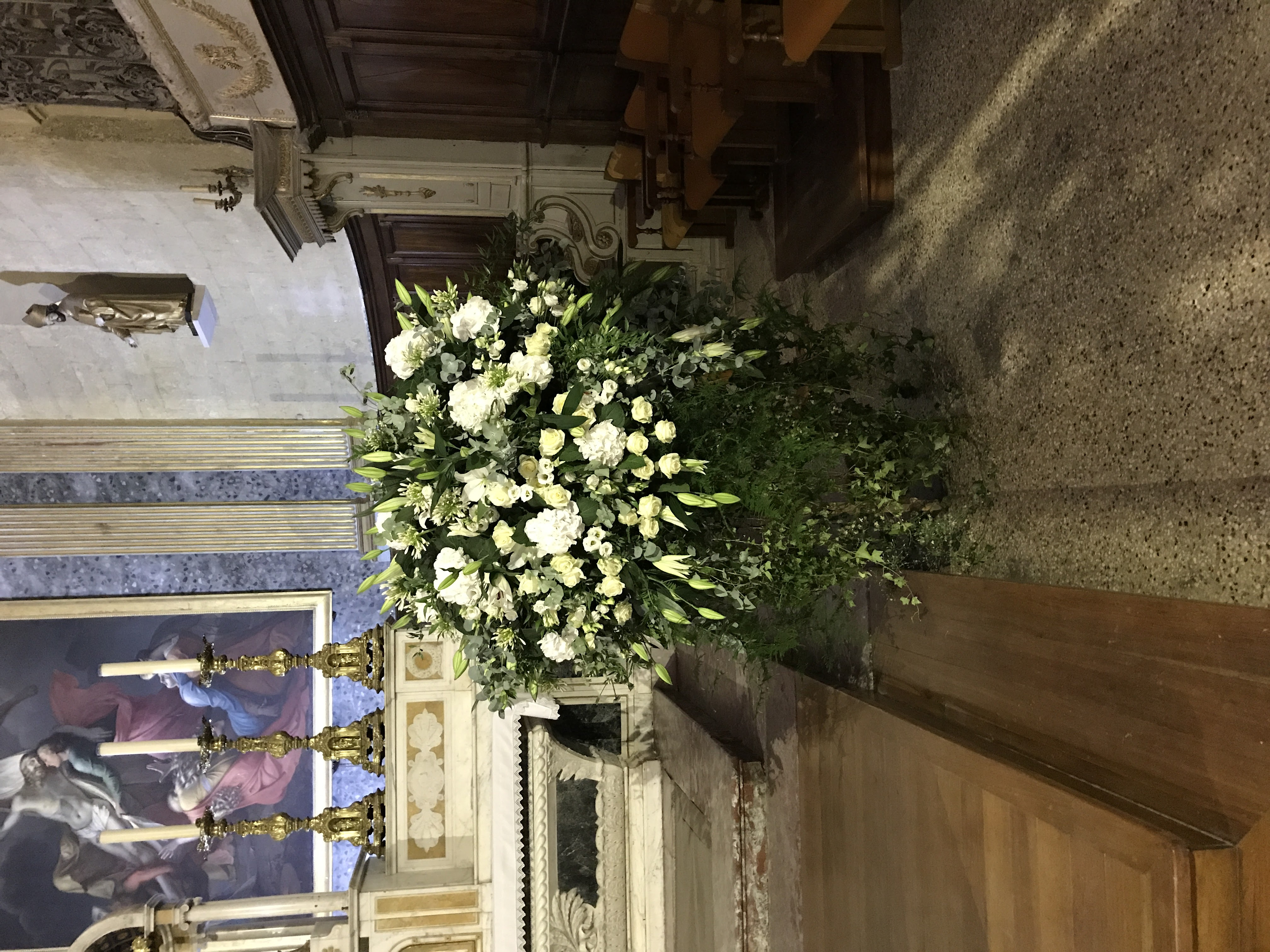 Cathedrale composition roses lys hortensais lysianthus Marlies Fleurs fleuriste Nimes