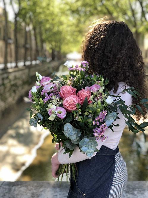 Bouquet champetre tons roses encalyptus