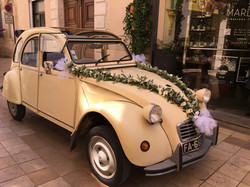 Décoration voiture 2CV Mariage Marlies Fleurs fleuriste Nimes