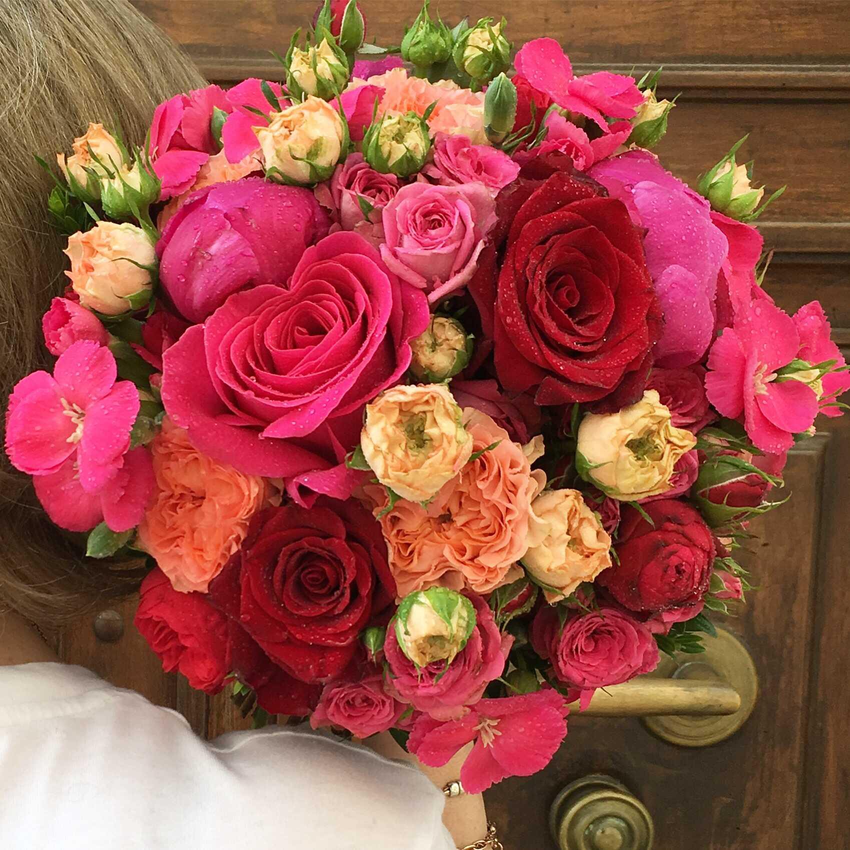 bouquet-mariée-roses-roses-grappes Marlies Fleurs fleuriste Nimes