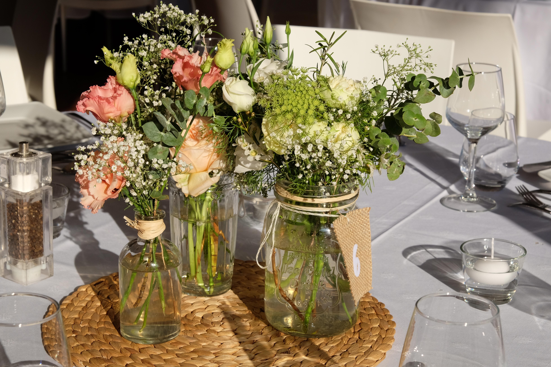 Centre de table lysianthus gypsophile Marlies Fleurs fleuriste Nimes