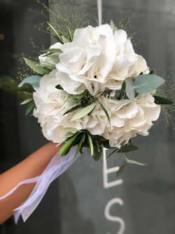 bouquet-mariée-hortensia Marlies Fleurs fleuriste Nimes