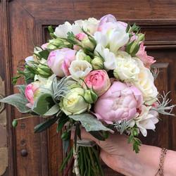 bouquet-de-mariée-pivoines-freesia Marlies Fleurs fleuriste Nimes