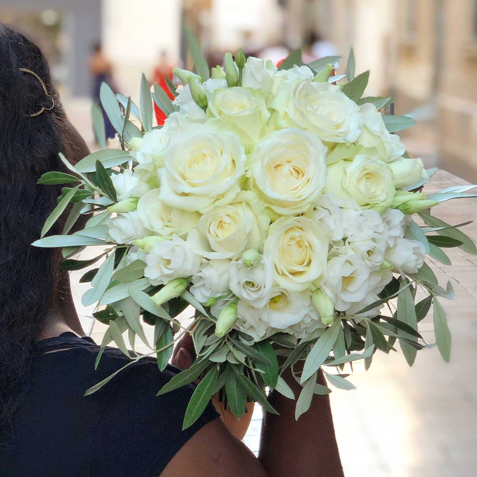 bouquet-mariée-roses-lisianthus-olivier Marlies Fleurs fleuriste Nimes