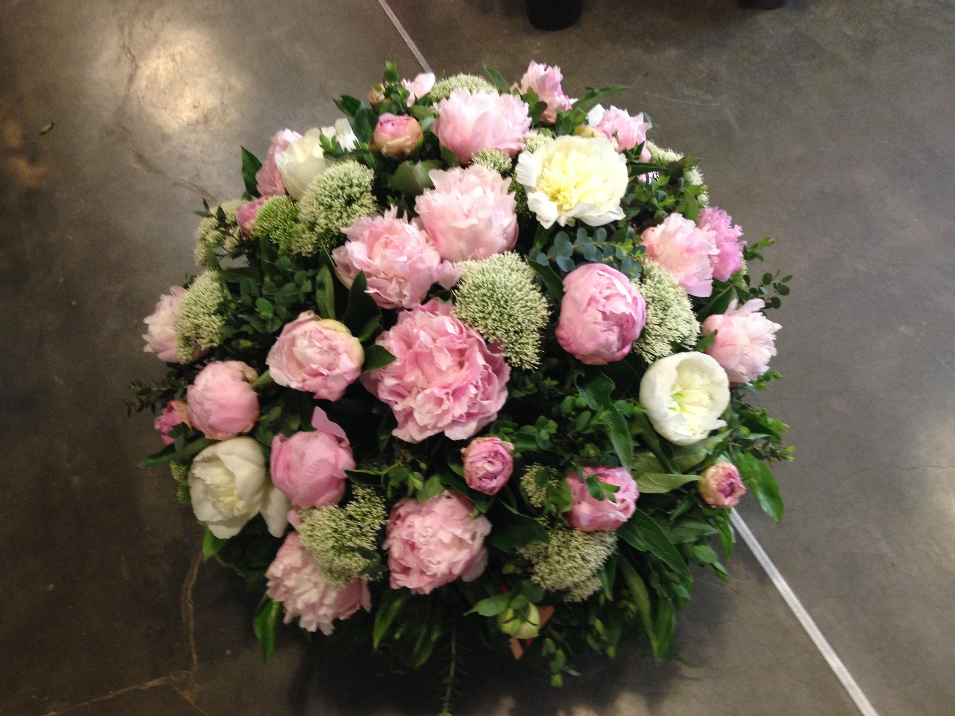 Coussin pivoines trachelium Marlies Fleurs fleuriste Nimes