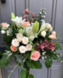 Bouquet roses aster cymbidium lila lys