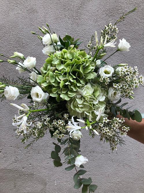Bouquet composé blanc hortensias campanules