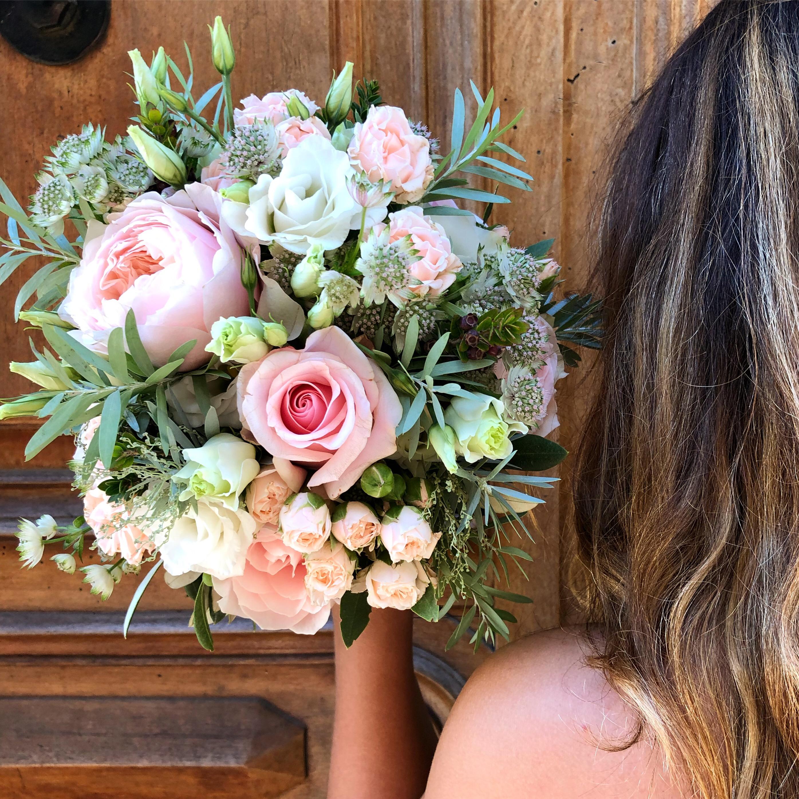 Bouquet_mariée_roses_lisianthus_astrant