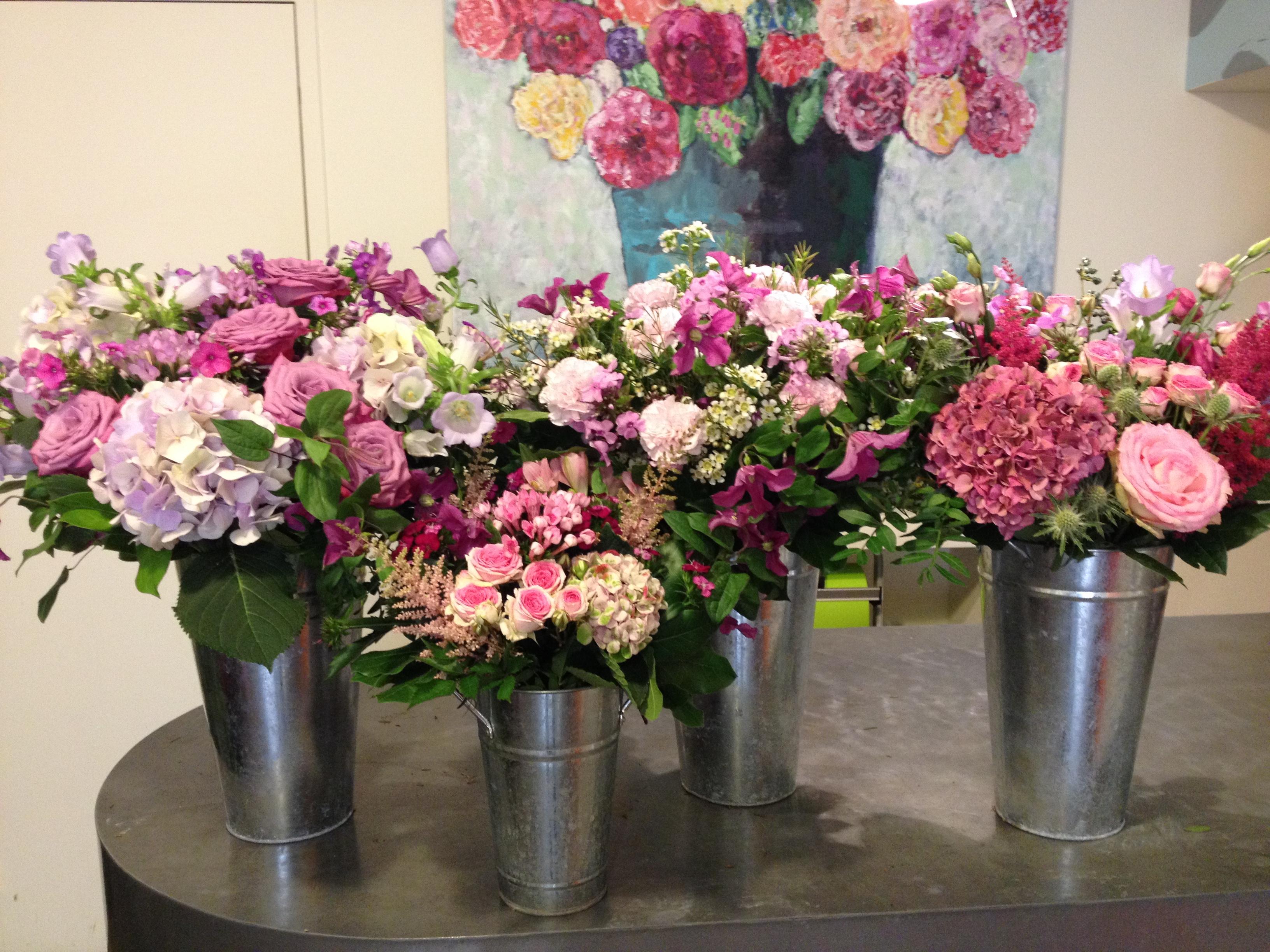 Bouquets de deuils hotensias roses astilbe campanules clematites Marlies Fleurs fleuriste Nimes