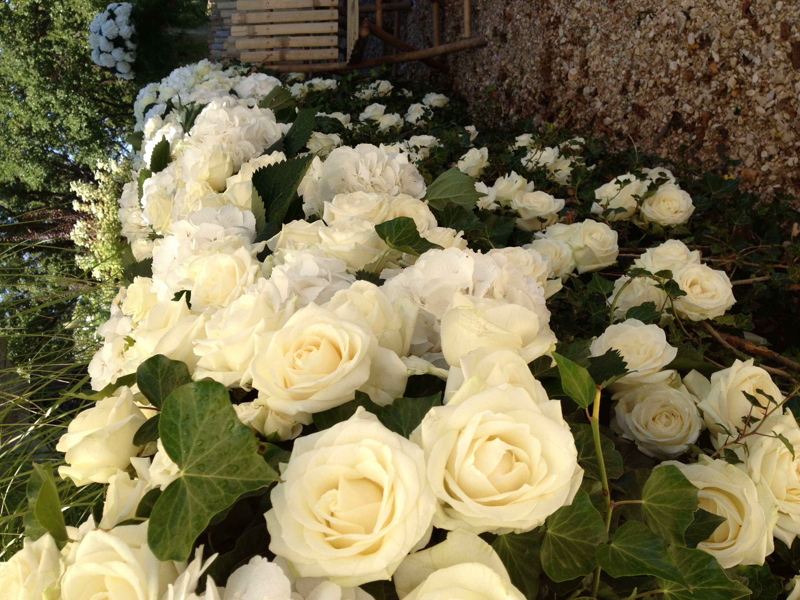 Décoration lieu de mariage roses Marlies Fleurs fleuriste Nimes