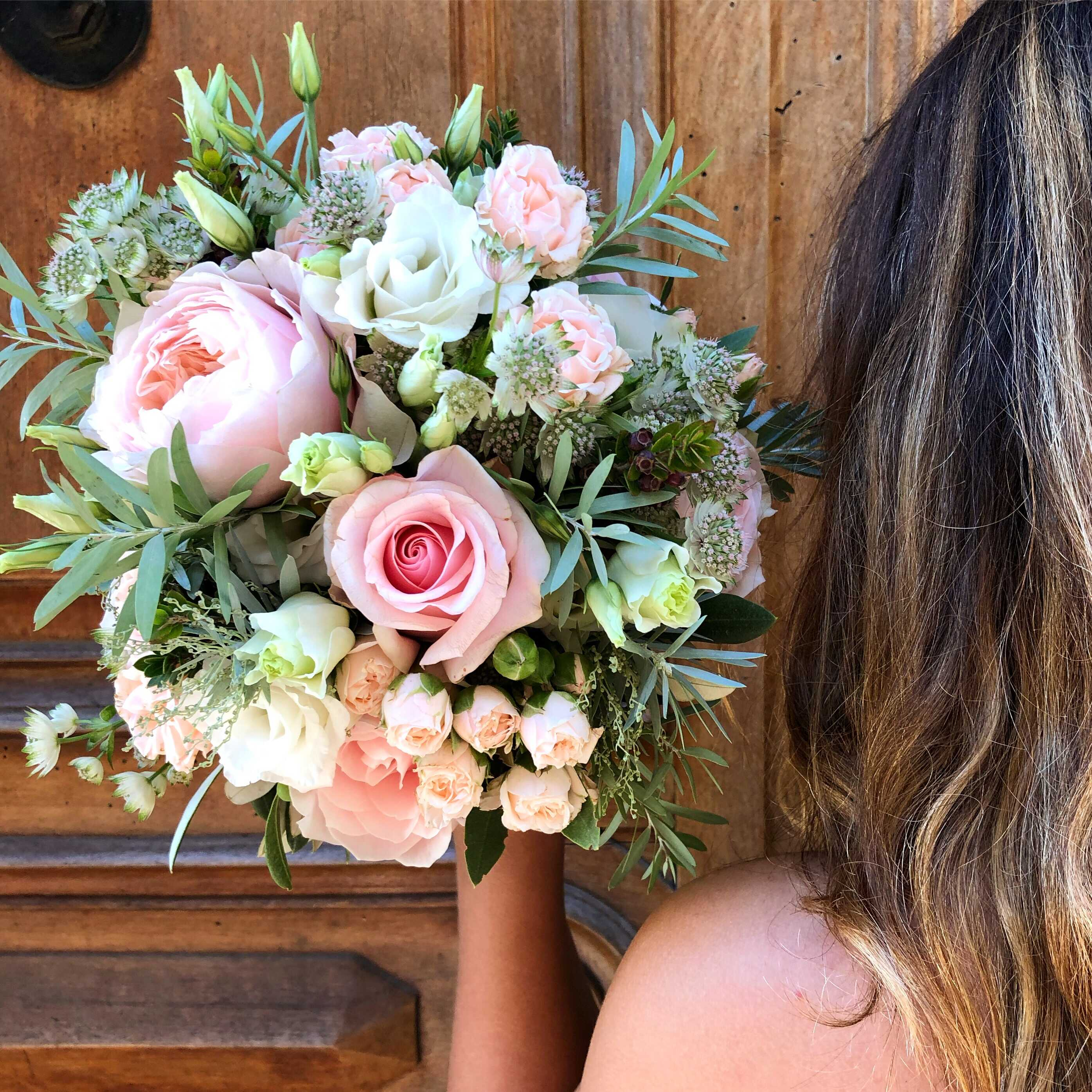 bouquet-mariée-roses-lisianthus-astrantia Marlies Fleurs fleuriste Nimes