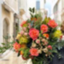 Bouquet composé roses, roses grappe, eucalyptus,...