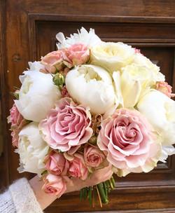 bouquet-mariée-pivoines-et-roses-Marlies Fleurs fleuriste Nimes