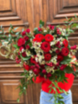 Bouquet Saint Valentin renoncules roses wax hypericum