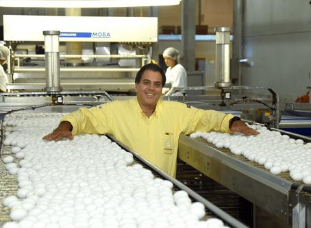 Leandro transformou lista de dívidas em gigante no mercado de ovos