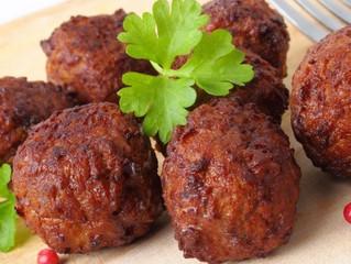 Köttbullar mit Blumenkohlreis aus der Keto-Küche