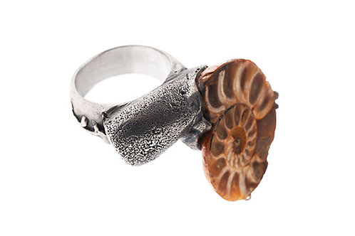 Silk&Silver 'Hunted' ammonite ring