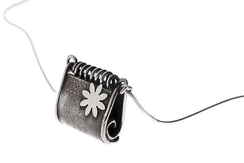 Silk&Silver 'Clutch' pendant