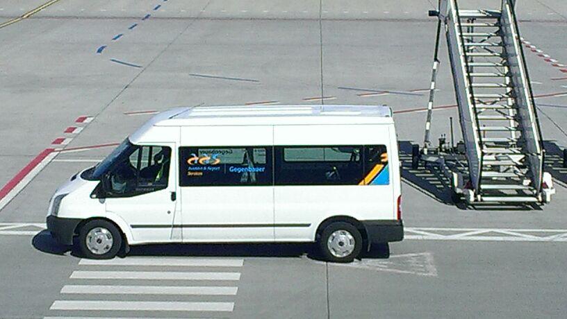Beschriftung Flughafenfahrzeuge