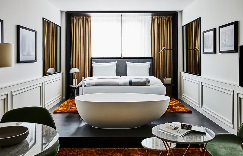 roomers-munich-deluxe-premium-room-5.jpg