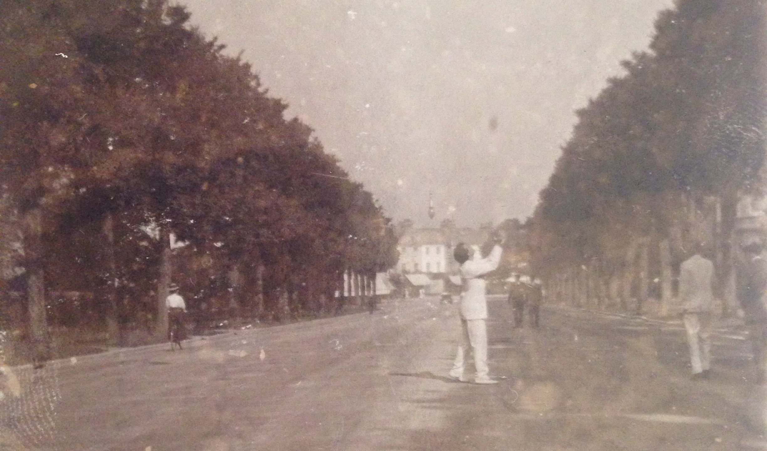 Playing catch on the streets of Eastbourne 1908