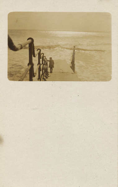 The walk to the sea. 1900's.