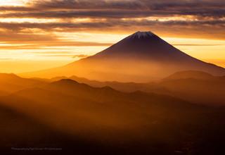 櫛形山より望む朝焼けと富士山